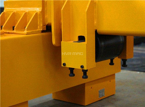 Telescopic lifting magnet