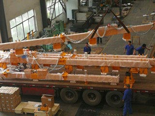 HVR Workers Stick to Their Posts Even on the Hottest Days--Manufacture of Permanent Electromagnetic