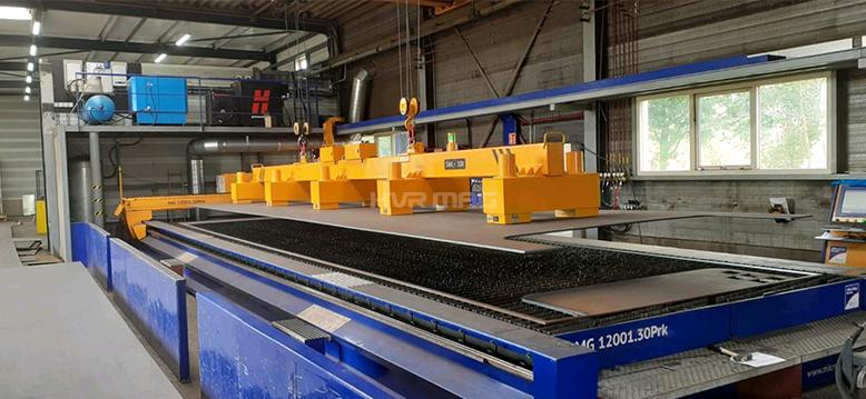 Steel Plate Handling on Plasma Cutting Machine