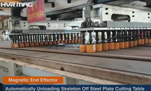 Magnetic End Effector Automatically Unloading Skeleton Off Steel Plate Cutting Table